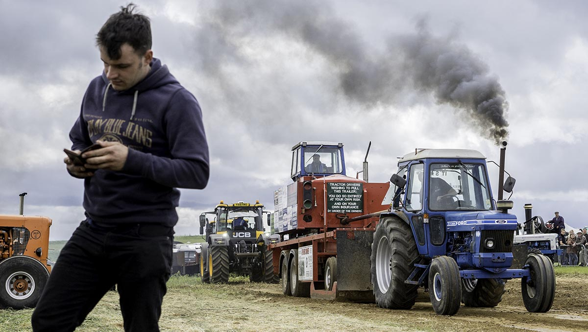 contact-page-Tractor pull colour